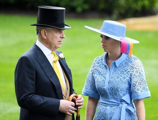 Prinssi Andrew on saanut tähän asti henkistä tukea tyttäreltään, prinsessa Beatricelta.