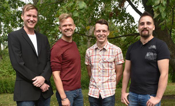 Tuomo, Mauno, Ilmari ja Antti-Jussi ovat emäntää vailla.