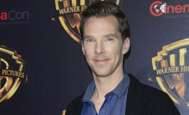 Uusi Sherlock -sarjan tähti Benedict Cumberbatch pelasti pyöräilijän pahoinpitelijöiltä Lontoossa.