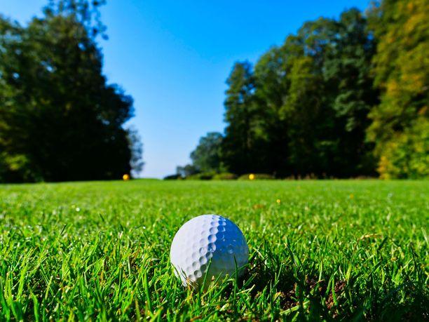 Golfia eläkkeellä? Mitä aikaisemmin säästämisen aloittaa, sitä isommaksi eläkepotti ehtii kasvaa.