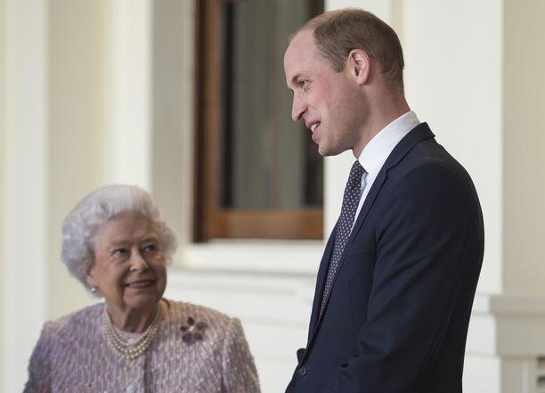 Kuningatar Elisabet on jakanut hallitsijan ohjeita pojanpojalleen, prinssi Williamille, jo vuosia sitten.