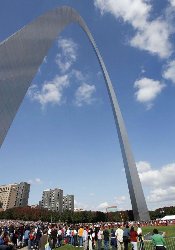 Eero Saarisen suunnittelema Gateway Arch on Yhdysvaltain tunnetuimpia monumentteja.