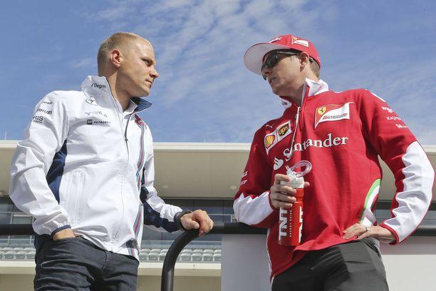 Suomalaiskuskit Valtteri Bottas ja Kimi Räikkönen kaksintaistelu kantautuu Suomeen nyt Niki Juuselan sanoin.