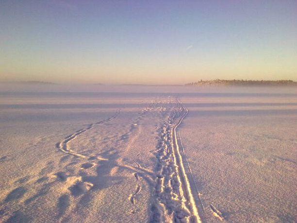 Hetkellinen aamusumu tihensi talvista tunnelmaa Espoonlahdella.