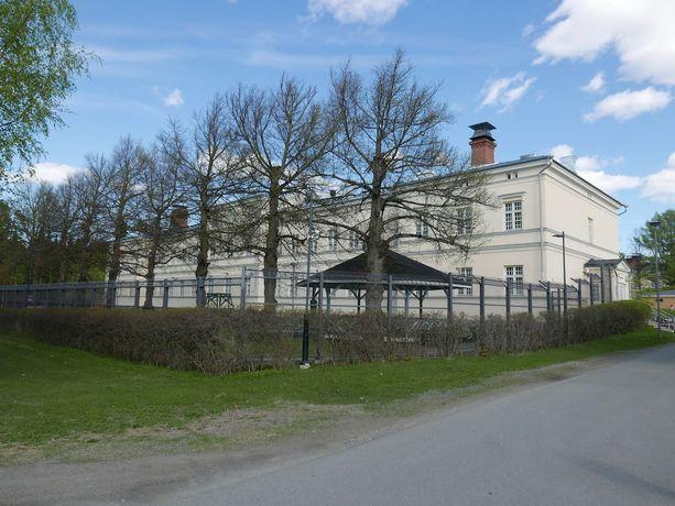 Törkeistä rikoksista epäiltyjen mielentilatutkimukset tehdään yleensä suljetussa mielisairaalassa. Kuvassa toinen valtion mielisairaaloista eli Niuvanniemen oikeuspsykiatrinen sairaala Kuopiossa.