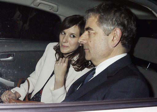 Rowan Atkinson seurustelee nykyään Louise Fordin kanssa.