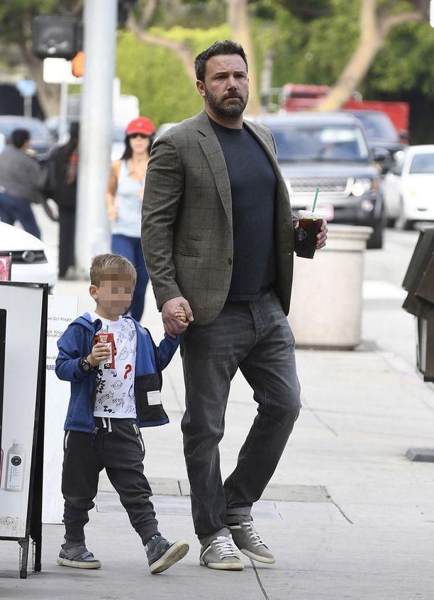 Toinen surullisen hahmon isä on Ben Affleck, joka mokasi unelmaliittonsa Jennifer Garnerin kanssa.