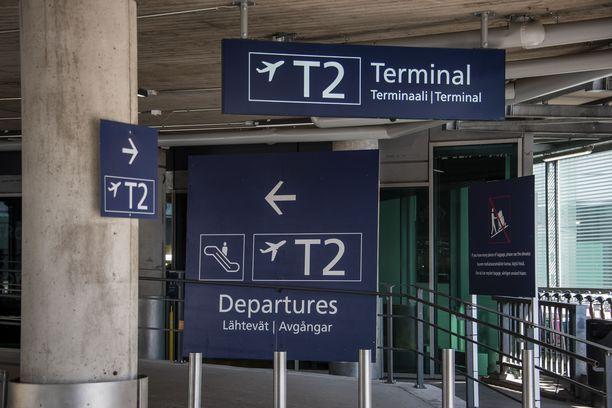 Varusmiehet olivat päässeet vahingossa terminaalin osaan, jossa oli matkustajia. Kuvituskuva.