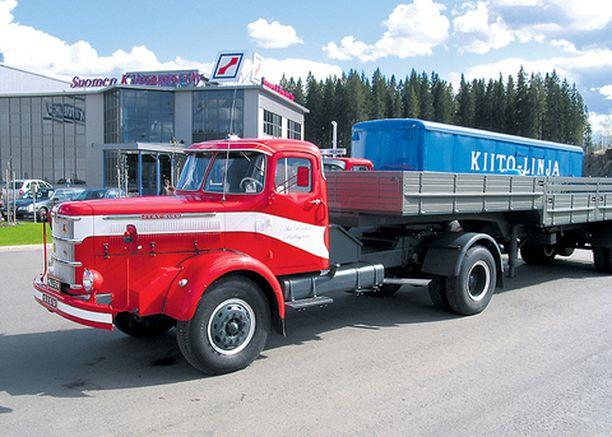 JYRY Pudasjärveläisen Ari Penttilän Jyry-Sisu K-41 vuodelta 1964 Vanaja-merkkisine perävaunuineen.