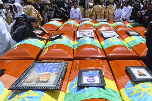 Etiopian lentoturmassa kuolleiden hautajaiset symbolisine arkkuineen pidettiin Addis Abebassa sunnuntaina