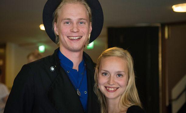 Tatu Sinisalo ja Talvikki Eerola ovat käyneet hyviä keskusteluja roolejaan varten Kari Tapion ja Pian poikien kanssa.