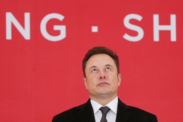 Teslan toimitusjohtajan Elon Muskin mukaan Model 3:n tuotantoa täytyy kehittää edelleen edullisemmaksi, vaikka edistystäkin hän on jo nähnyt.