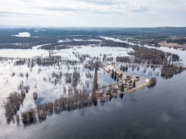 Ville Kankare kuvasi tulvamaisemaa dronella.