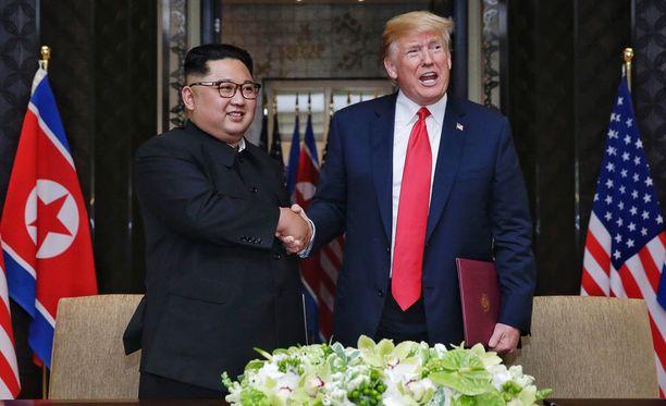 Presidentti Trump ja johtaja Kim Jong-un tapasivat Singaporessa kesäkuussa.