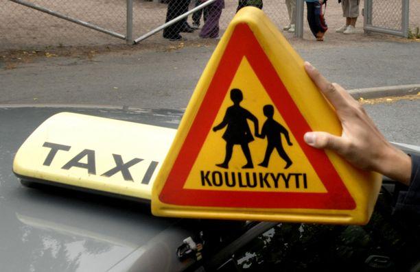 Erityislapsia kyydinnyt taksikuski tuomittiin heitteillepanosta. Kuvan koulukyyti ei liity tapahtumaan.