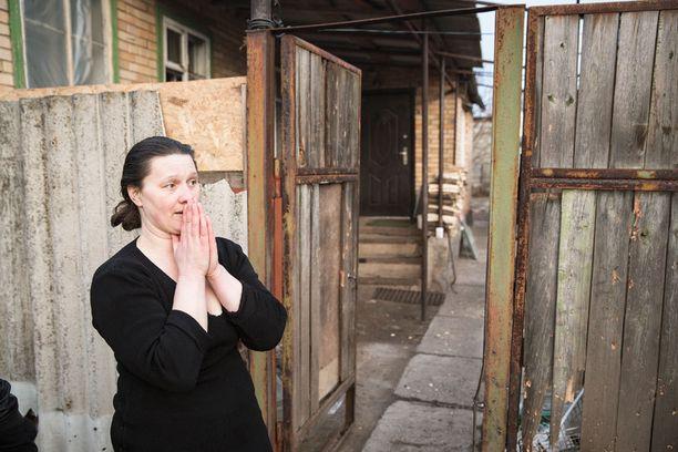 Irinan pihapiiriin lensi sirpaleita, kun viereistä lastentarhaa pommitettiin.