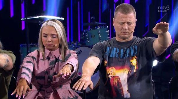 Veronica Verho ja Jaakko Saariluoma vaipuivat hypnoosiin Posse-ohjelmassa.