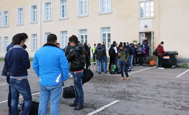 BBC:n toimittaja kuvailee, kuinka jotkut turvapaikanhakijoista suhtautuvat epäuskoisesti kurssilla kuulemaansa. Kuvituskuva.