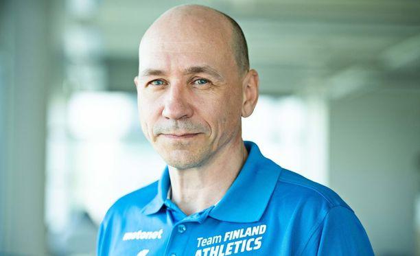 Urheiluliiton valmennusjohtaja Jorma Kemppainen on kova selittelemään.