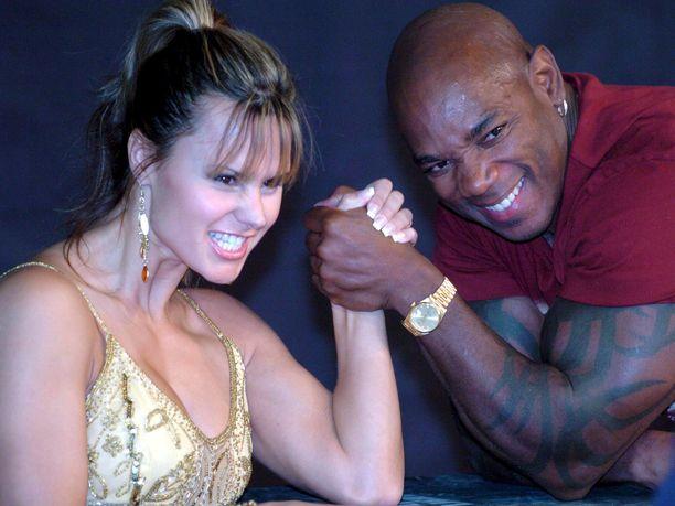 Arnold Classic -kilpailun neljä kertaa voittanut Flex Wheeler kuvattuna vuonna 2005. Wheelerin vieressä slovakialainen fitnesstähti Timea Majorová.