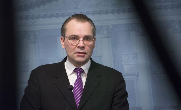 Puolustusministeri Jussi Niinistö lähetti menehtyneiden varusmiesten omaisille adressin torstaina.