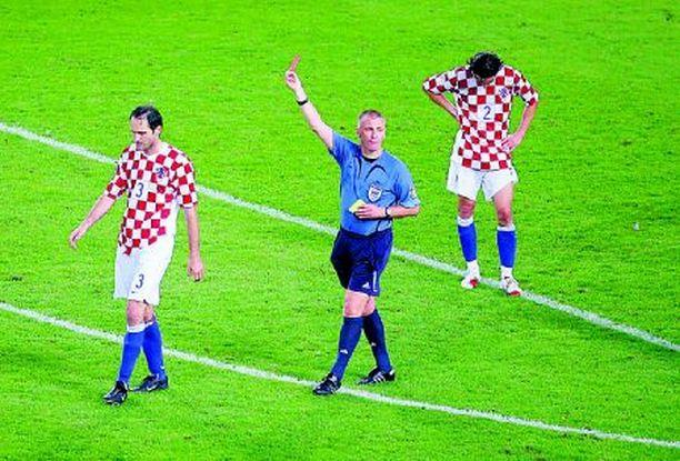 Josip Simunic on juuri saanut historiallisen kolmannen varoituksensa samassa ottelussa.
