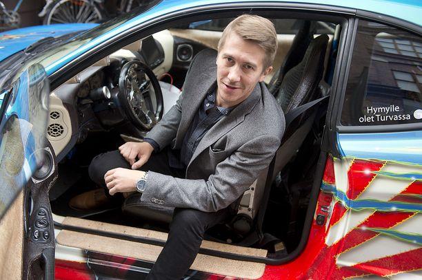 Napapiirin sankarit -pääosanäyttelijä Jussi Vatanen kuvattiin auton kyydissä syksyllä 2015.