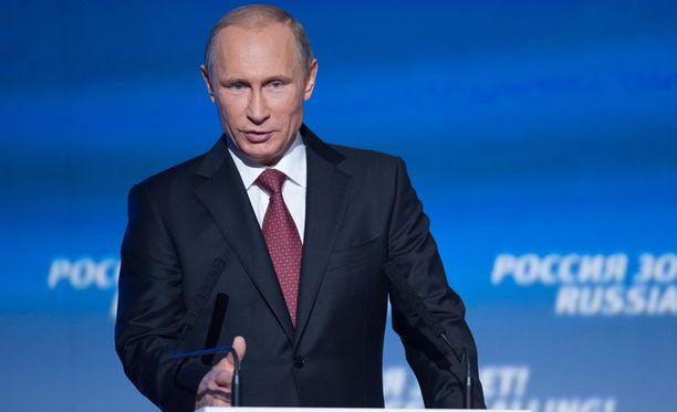 Venäjän presidentti Vladimir Putin vakuuttaa maansa selviävän kriisistä.