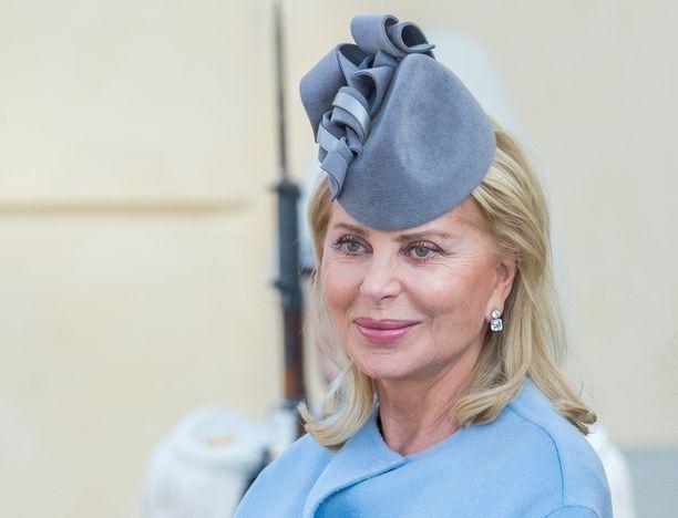 Eva O'Neill edusti tyylikkäänä kuninkaallisissa ristiäisissä.