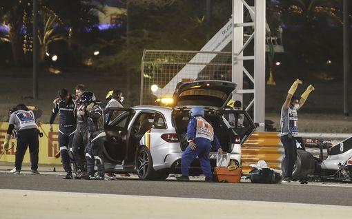 Uutta tietoa Grosjeanin onnettomuudesta: Tallilta huojentava tieto vammoista – kuski pelastui kuin ihmeen kaupalla liekkimerestä