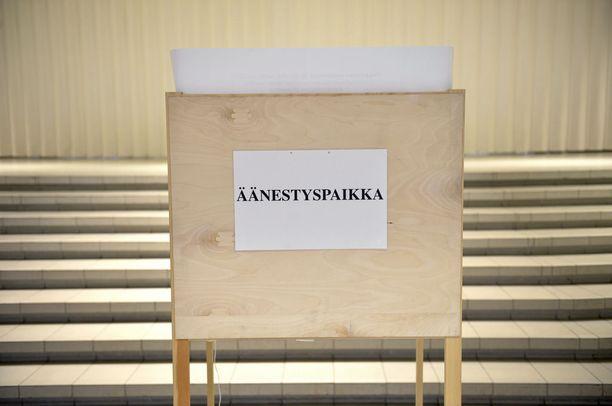Oikeusministeriön hallinnonalan määrärahat ovat nousemassa liki 967 miljoonaan euroon. Vaalimenoihin ehdotetaan ensi vuodelle 35,8 miljoonaa. Eduskuntavaalit, europarlamenttivaalit ja saamelaiskäräjävaalit mainitaan listalla, mutta maakuntavaaleja ei.