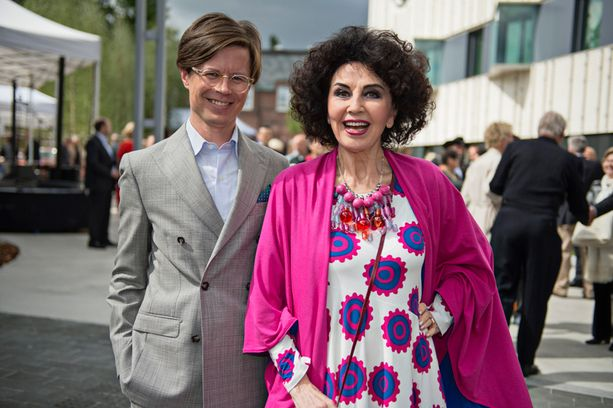 Lenita Airisto edusti Yhdysvaltojen itsenäisyyden 238. vuosipäivän juhlissa USA:n suurlähetystössä Sami Sykön kanssa.