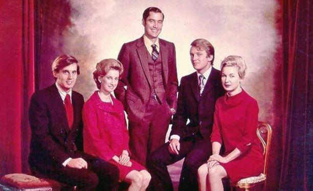 Donald Trumpin perheessä oli viisi lasta. Seisomassa Freddy, Donald on toinen oikealta.