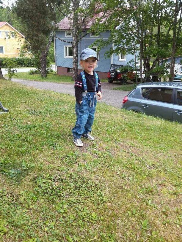 Jonni on nyt kaksivuotias reipas pieni miekkonen.