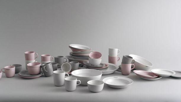 Astiat valmistetaan Kiinassa. Astiat suunnittelivat muotoilija Mari Isopahkala ja Finlaysonin ateljeen suunnittelijat.