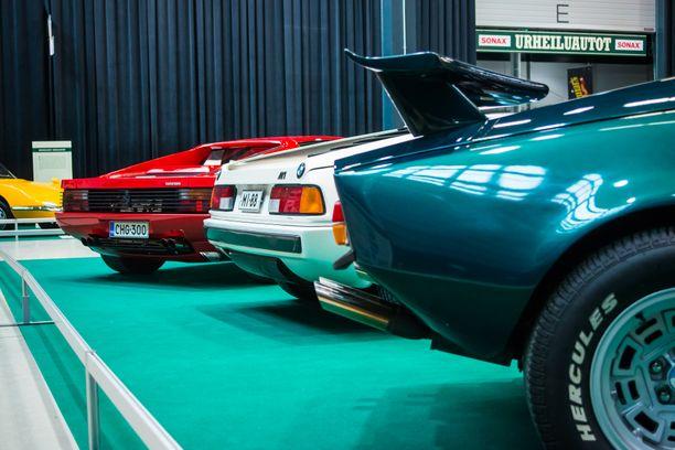 Muut tielläliikkujat näkivät moottoriteillä kovakulkuiset keskimoottoriset De Tomaso Panteran, BMW M1:n ja Ferrari Testarossan lähinnä takaapäin - ja vain hetken.
