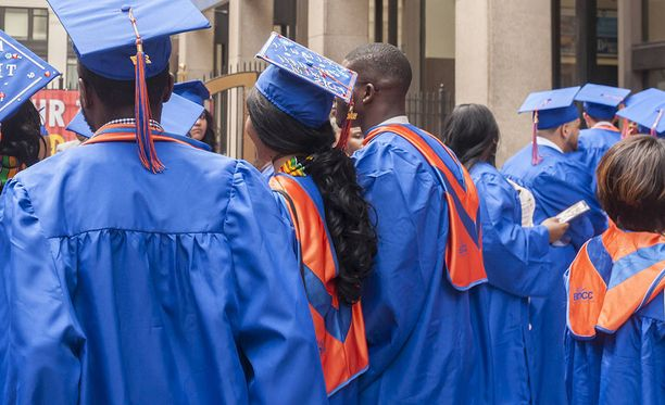 Useimmat yhdysvaltalaiset aloittavat collegeopintonsa vasta noin 18-vuotiaana. Kuvituskuva.