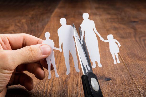 Vanhemmat voivat erotilanteessa sortua kiusantekoon ja alkaa puhua toisesta vanhemmasta pahaa lapselle.