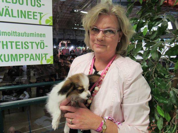Minna-Maaria Sipilä esitteli perheen perhoskoiran Iltalehdelle kaksi vuotta sitten keskustan puoluekokouksessa, mutta tällä kertaa hän halusi pitää koiran pois parrasvaloista. Sipilän perheessä oli ennen Danaa saksanpaimenkoira.