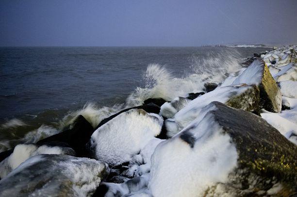 Syysmyrsky saapuu Suomen merialueille lauantain aikana. Ilmatieteen laitos varoittaa myrskypuuskista myös maa-alueilla erityisesti läntisessä Suomessa.