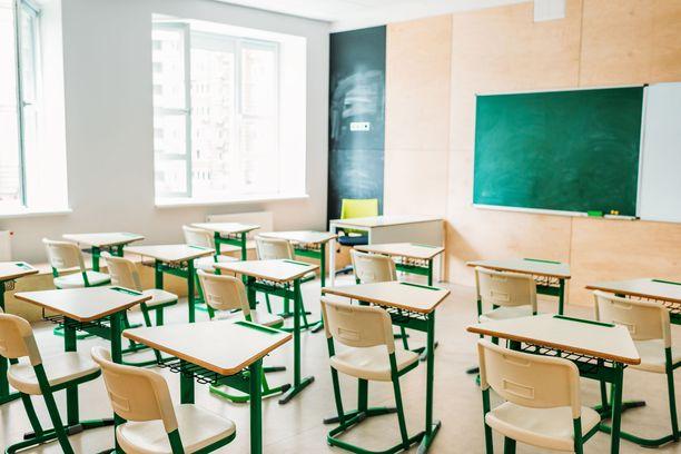 Helsinkiläisäiti kritisoi poikansa koulukiusaamistapauksen hoitamista. Kuvan luokkahuone ei liity tapaukseen.