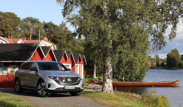 Oulu, tervasoutu ja pitkät veneet. Todistetusti Mercedes EQC saavutti päämääränsä ilman hinuria.