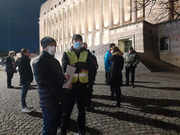 Mielenilmauksen järjestäjinä toimivat Arttu Käpylä (oik.) ja Klaus Kannistola (vas.).