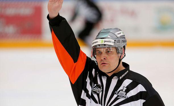 Timo Favorin on jakanut SM-liigassa oikeutta kolmella eri vuosikymmenellä.