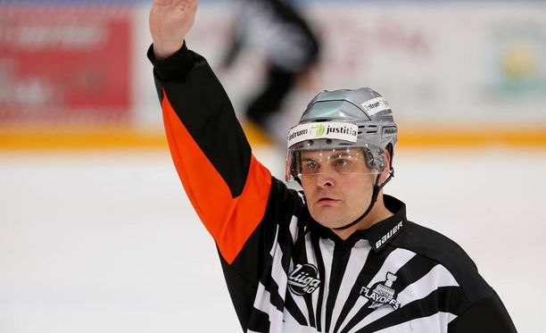 Timo Favorin on SM-liigan kokenein tuomari.