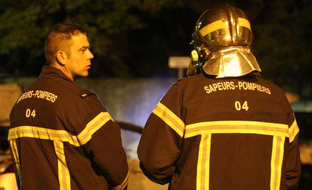 Paloa oli sammuttamassa noin sata palomiestä. Silminnäkijöiden mukaan jotkut talossa olleista pakenivat paloa hyppäämällä ikkunoista. (Arkistokuva).