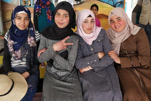 Syyrialaisilla nuorilla on suuria suunnitelmia tulevaisuuden varalle. Pakolaisleirillä toimivat avustusjärjestöt ovat mahdollistaneet heidän koulutuksensa.