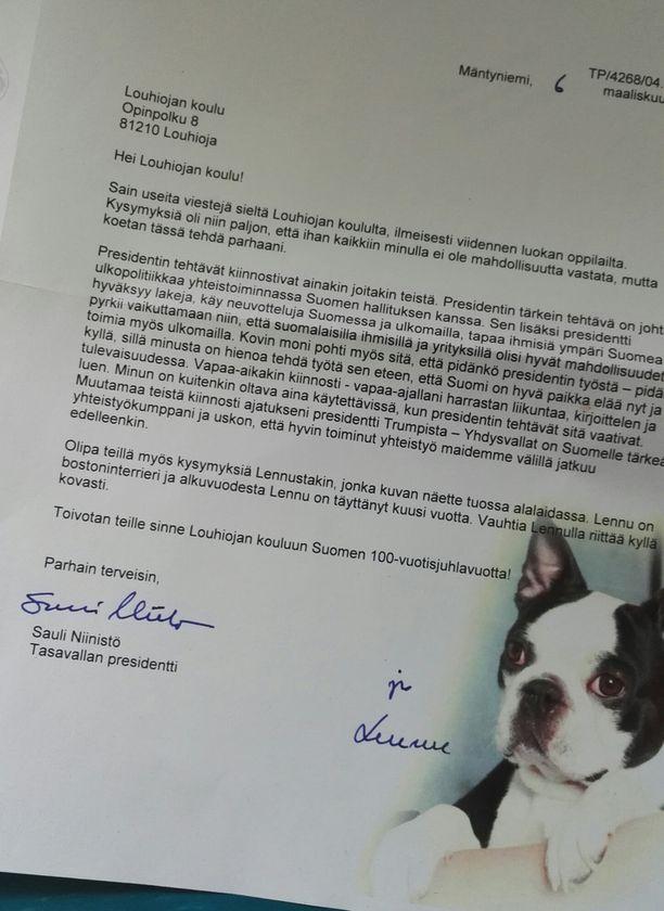 Presidentin ja presidenttiparin koiran kirje ilahdutti oppilaita valtavasti.