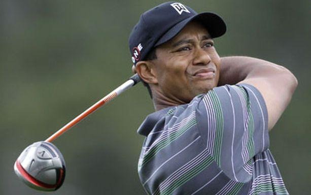SINNE MENI Tiger Woods selvisi hyvin ensimmäisestä skandaalin jälkeisestä lyönnistään.