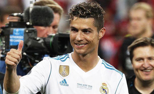 Cristiano Ronaldo juhli kauden päätteeksi Mestarien liigan voittoa Real Madridissa.
